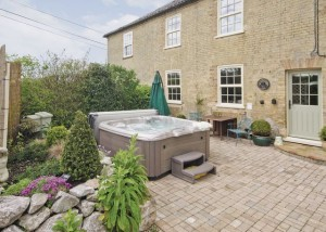 Historic Halesworth Hot Tub Holiday Cottage